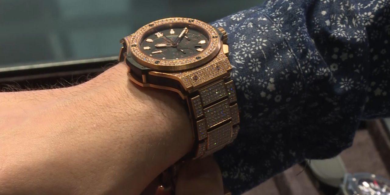 Advantages and disadvantages of a wristwatch