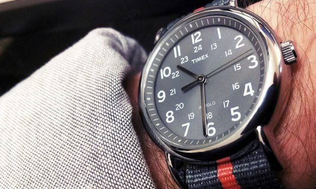 Complete your fashion with classy wrist watches